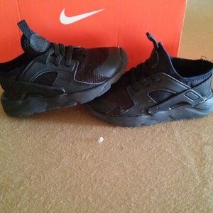 Kids black Nike Huarache sneakers unisex